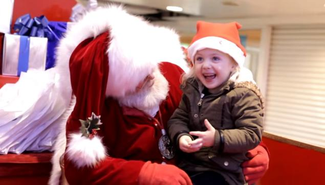 Santa communicating in sign language with this little girl is fully melting our hearts