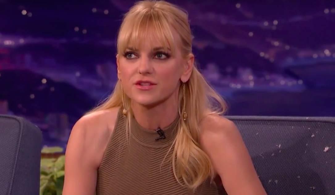 Anna Faris gives son acting lessons, Internet melts