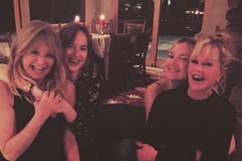 Kate Hudson and Dakota Johnson have some pretty cute mother-daughter time