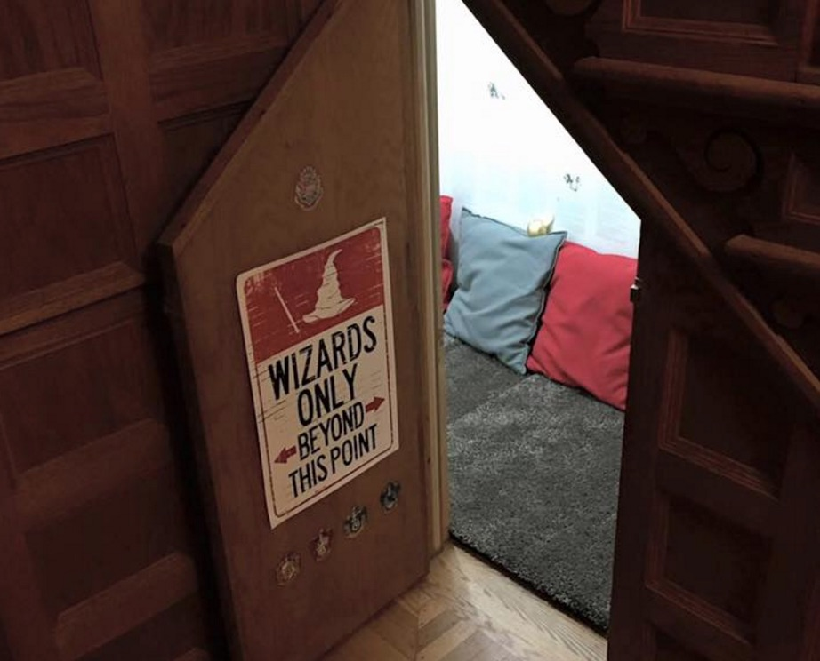 Woman transforms cupboard under stairs into Harry Potter room, wins Internet