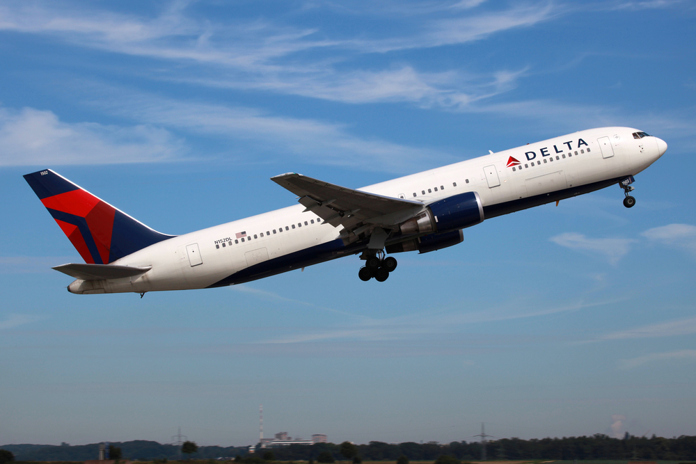 Delta pilot actually turned the plane around to pick up a family who missed their flight