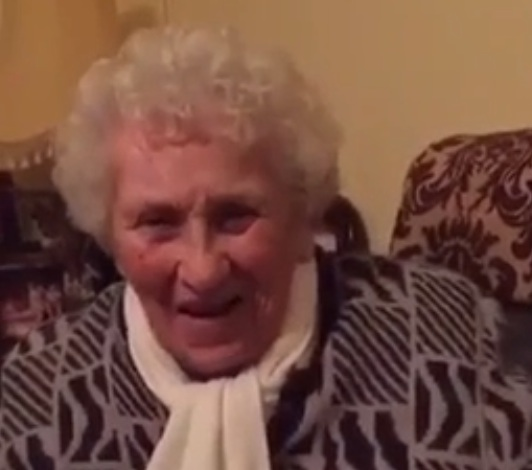 Watch as this 94-year-old Irish grandma gives hilarious dating advice