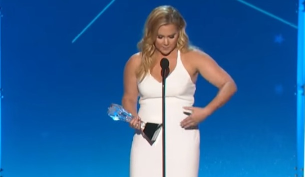 Amy Schumer wins award, thanks her belly, is the best