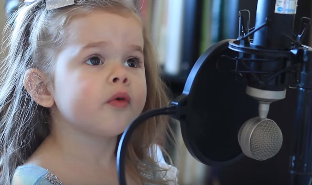 "3-year-old sings ""Part of Your World,"" steals all of our hearts"