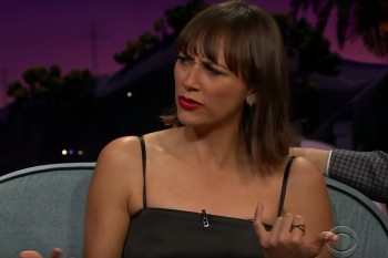 Rashida Jones' mom is all of our moms when it comes to texting