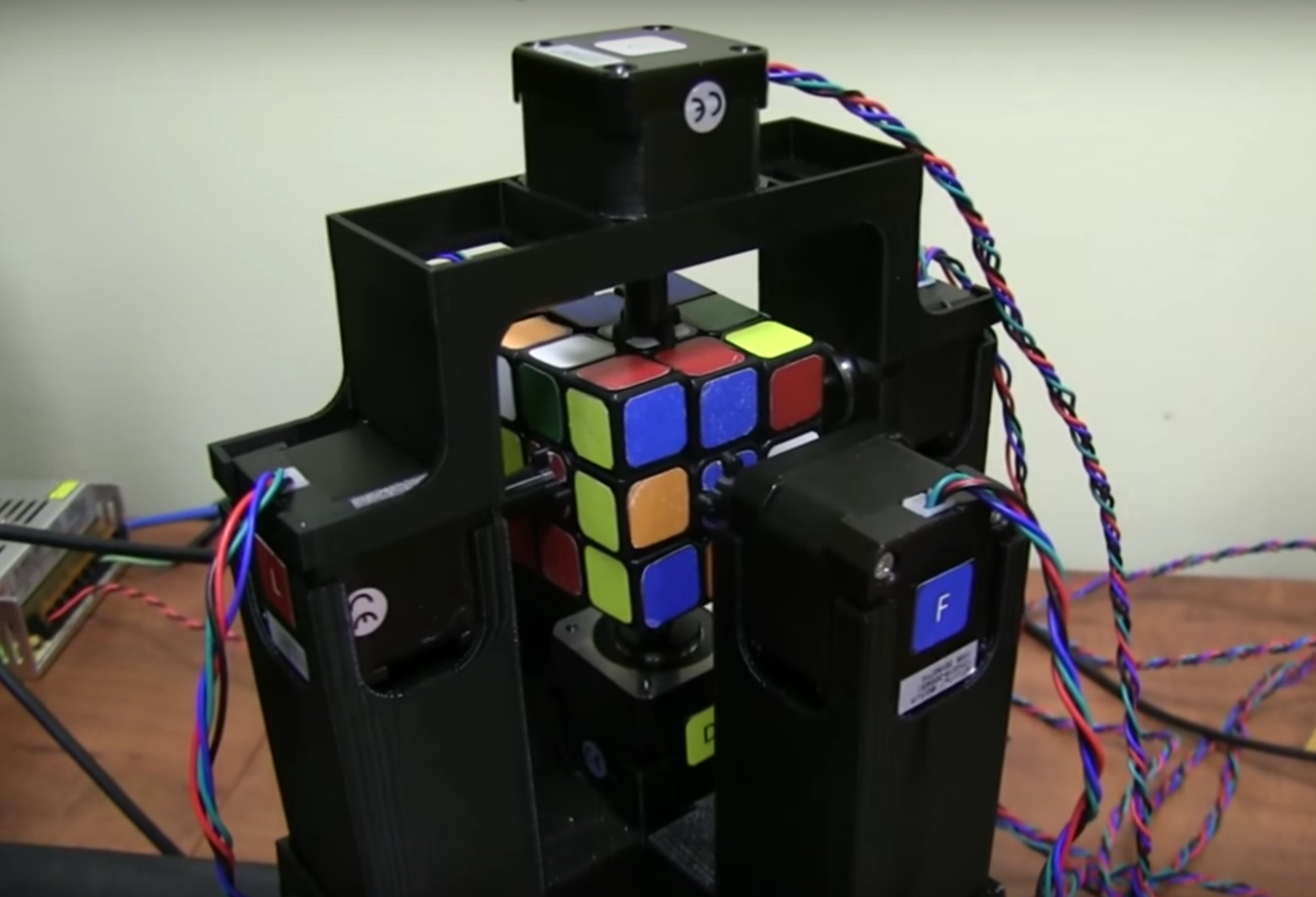 We can't stop watching this robot solve a Rubik's cube in only one second