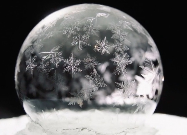 We can't stop watching these perfectly frozen bubbles