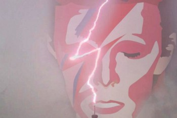 People in Australia think this lightning bolt is a sign from David Bowie, and maybe they're right