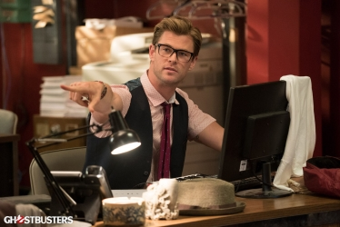 "Chris Hemsworth is the dreamiest receptionist in new ""Ghostbusters"" photos"