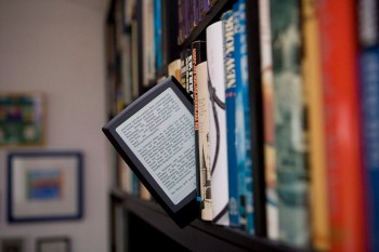 Turns out we still prefer IRL books to e-readers