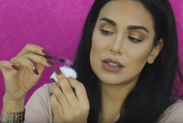 If you want perfect eyelashes, all you really need are cotton balls —no really