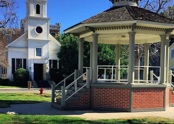 "There are new pictures from the ""Gilmore Girls"" set, and don't worry, Stars Hollow looks exactly the same"
