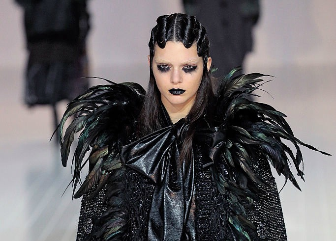 "Kendall Jenner looks suspiciously like this ""Game of Thrones"" character at the Marc Jacobs NYFW show"