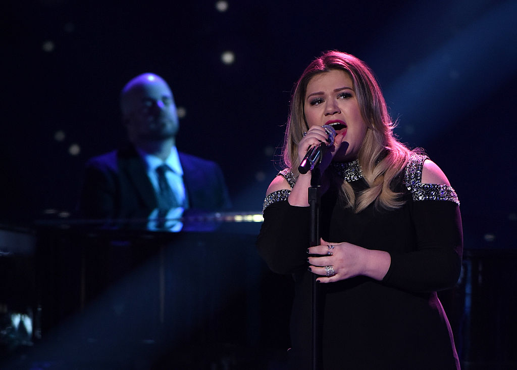 "Kelly Clarkson returned to ""American Idol"" and let all her feelings out"