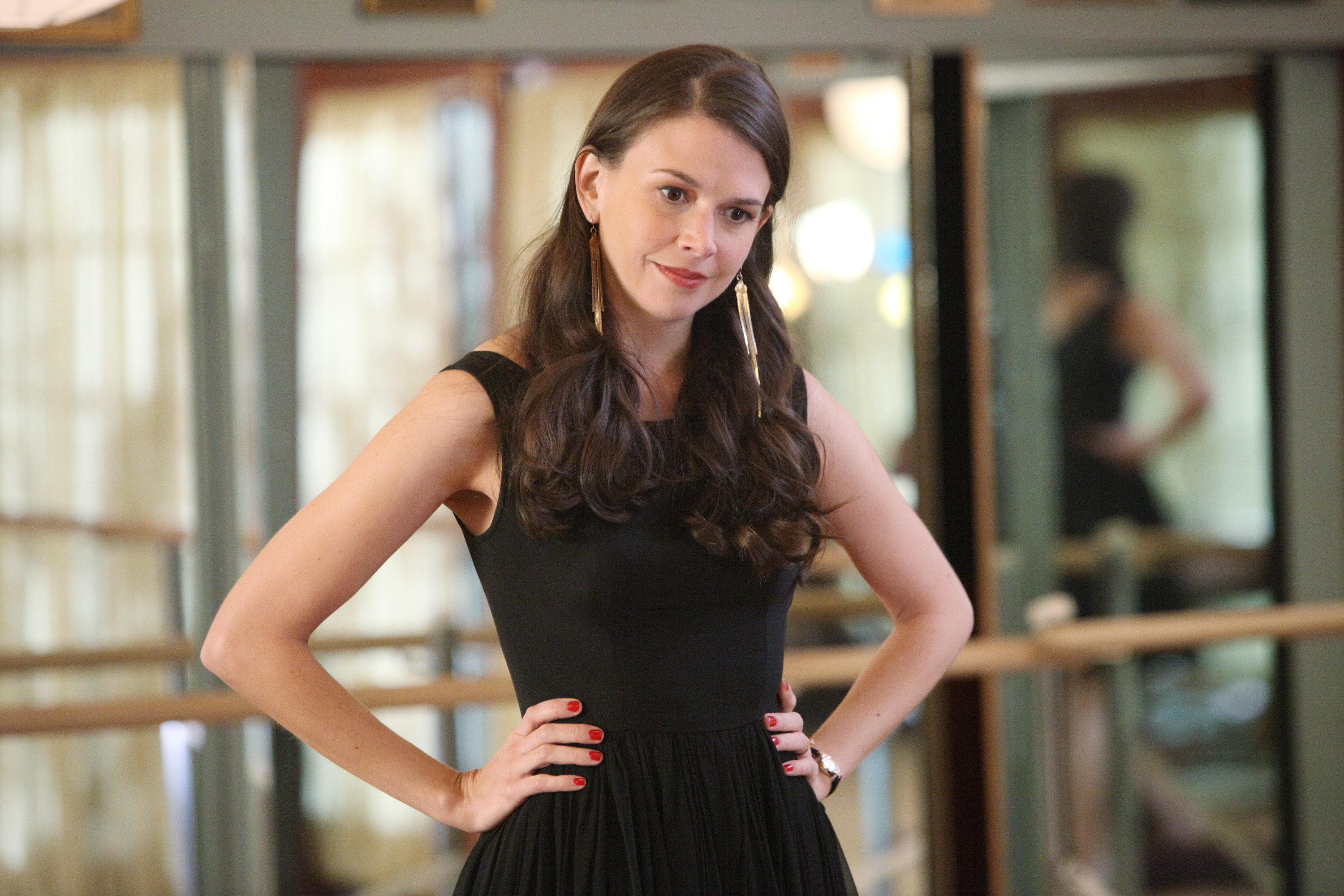 "Sutton Foster just told us a LITTLE bit about her role in the ""Gilmore Girls"" reboot"