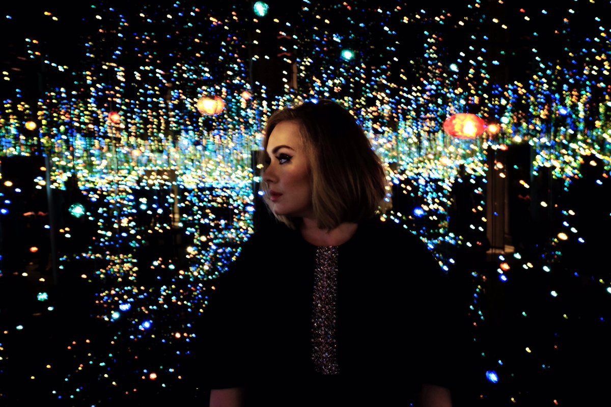 We Re Captivated By Adele In This Infinity Mirror Room