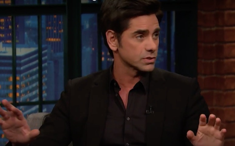 "John Stamos reads ""Fuller House"" reviews, things get hilariously awkward"