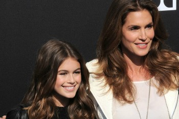 "Cindy Crawford and her daughter are twinning on the cover of ""Vogue"" Paris"