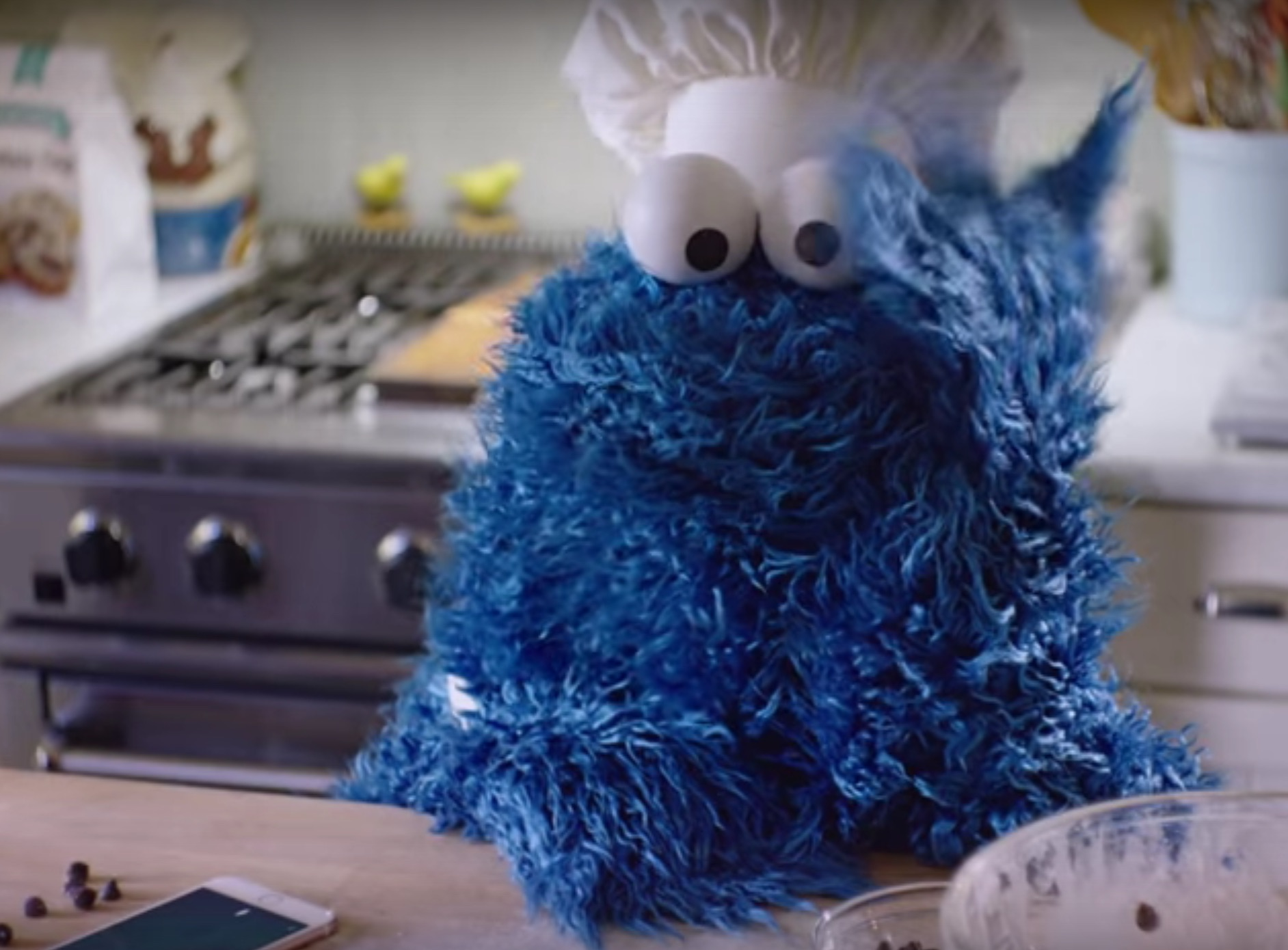 Cookie Monster shows us everything we can do with Siri (and cookies)