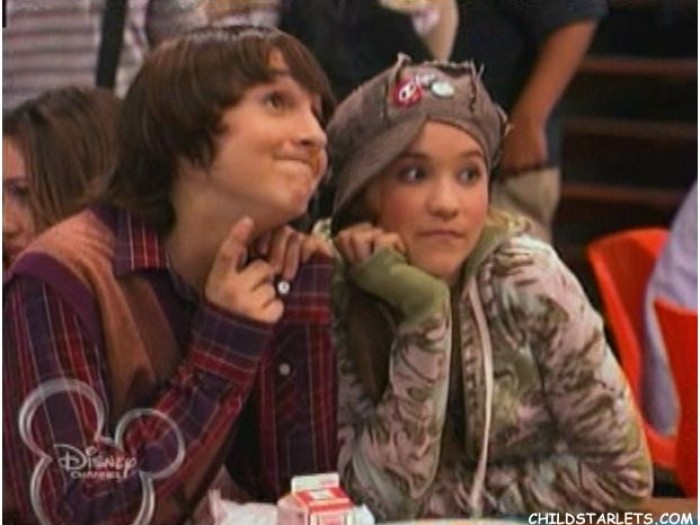 hannah montana lilly and oliver are dating Lillian lilly truscott (emily osment) is the best friend of miley stewart and girlfriend to oliver oken under the alias lola luftnagle, she is also close friends with hannah montana and part of her entourage.
