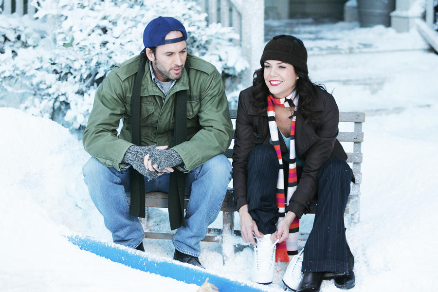 "Stars Hollow is a winter wonderland in this behind-the-scenes ""Gilmore Girls"" picture"