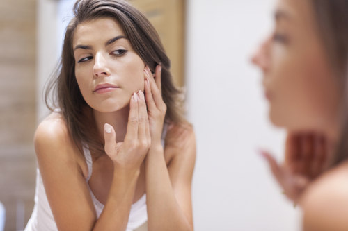 Apparently, there's a RIGHT way to pop a zit