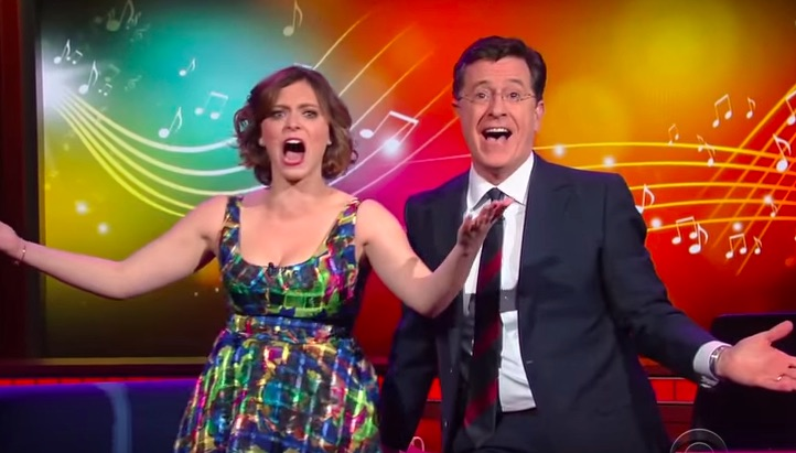 Rachel Bloom and Stephen Colbert performed an impromptu musical number and it was awesome