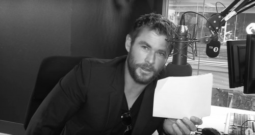 We're cracking up over Chris Hemsworth reading Rihanna lyrics