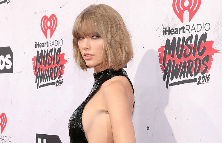 Did Taylor Swift shade Justin Bieber at the iHeartRadio music awards?