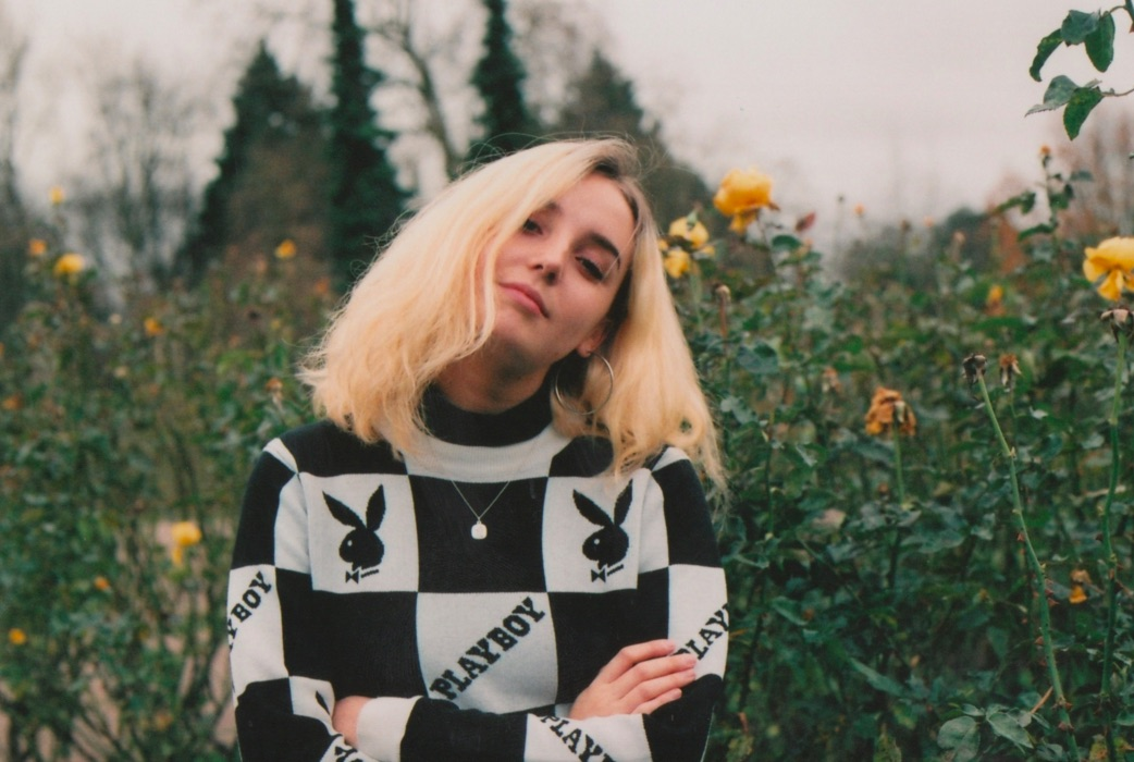 This 19-year-old photographer takes dreamy portraits of teenage girlhood