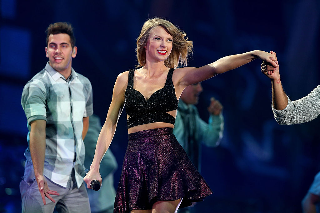 """15 thoughts we had watching Taylor Swift's """"New Romantics"""" pseudo music video"""