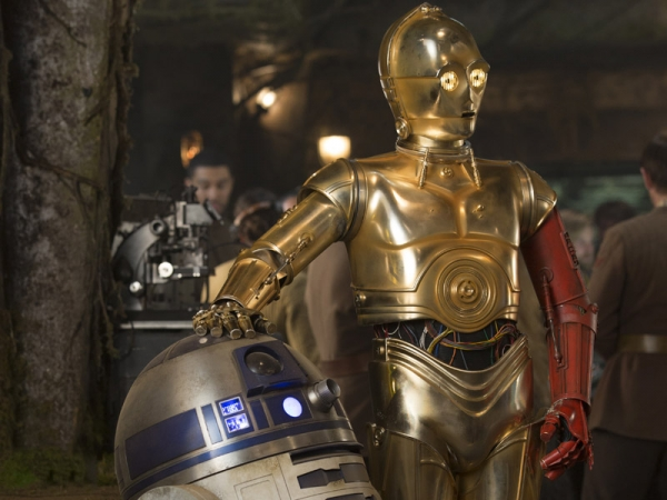 "Disney finally revealed why C-3PO had a red arm in ""Star Wars: The Force Awakens"""