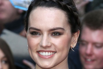 """Daisy Ridley's """"no makeup"""" selfie is the most relatable thing on social media right now"""