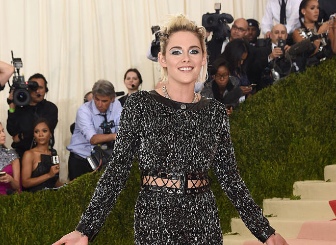 Why is Kristen Stewart so freaking happy on the Met Gala red carpet?