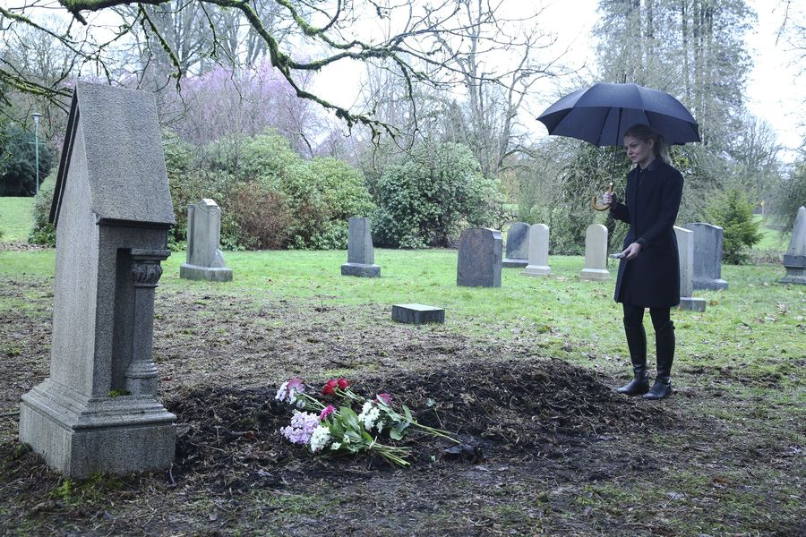 "Someone Emma loves is probably going to die in the next ""Once Upon a Time"""