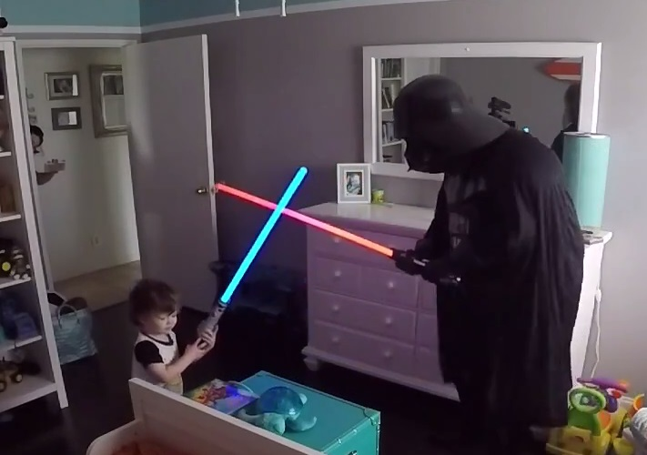 "This adorable ""Star Wars"" lightsaber battle between dad and toddler has the best twist ending ever"