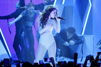 Selena Gomez just debuted a new song that may or may not be about Justin Bieber
