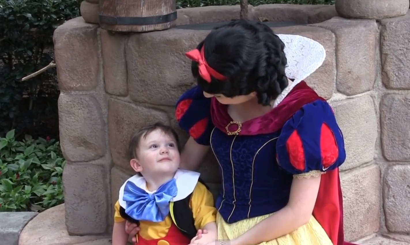 This video of a 2-year-old autistic boy totally falling in love with Snow White at Disney World will hit you in the feels