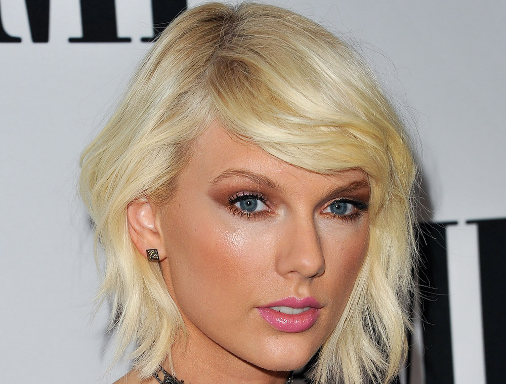 Taylor Swift's look at the BMIs was very '90s prom