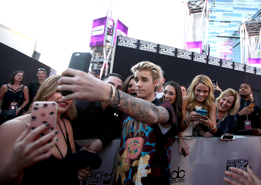 justin bieber dating fans Justin bieber took a fan as date to the billboard music awards - duration: one direction on getting naked and dating fans | this is us interview.