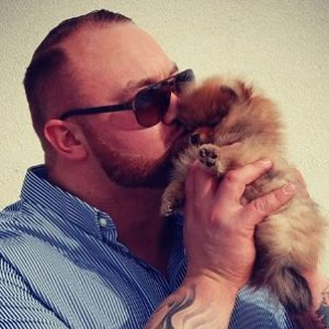 """The guy who plays The Mountain on """"Game of Thrones"""" has the cutest, tiniest puppy"""