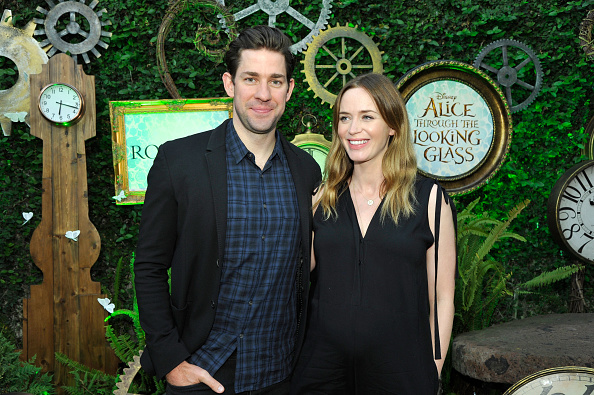 How did we miss Emily Blunt and her baby bump in a little black dress?!
