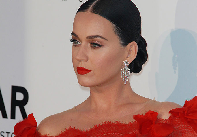 Katy Perry looks exactly like the dancing lady emoji at Cannes