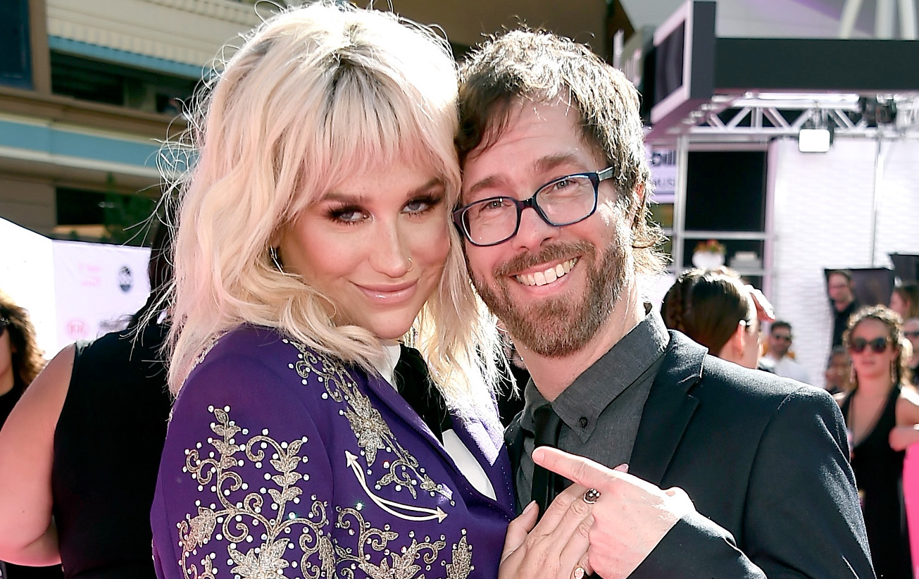 Kesha is crushing it on the Billboard Music Awards carpet with Ben Folds