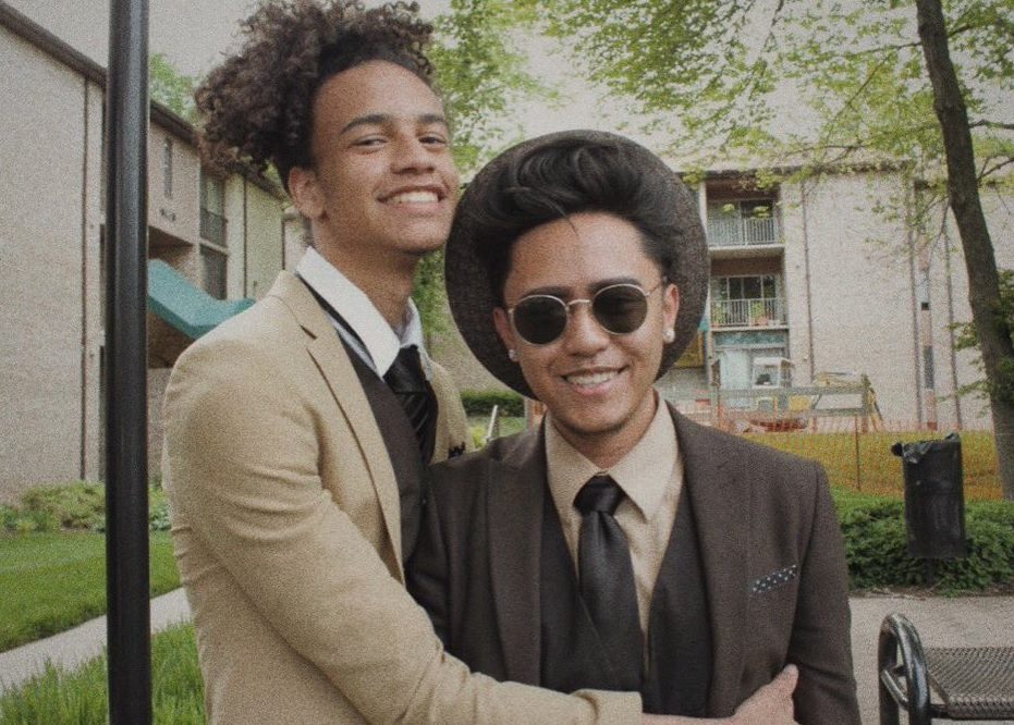 The reason why this teen's prom pics are going mega viral will make you emotional