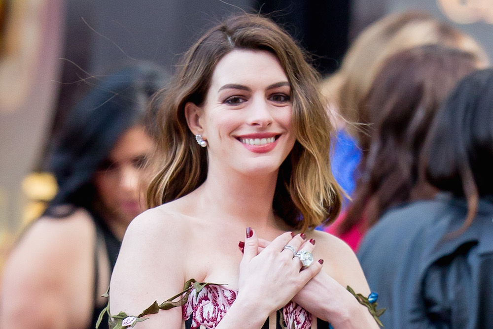 "Anne Hathaway's dress is perfect for this ""Alice Through the Looking Glass"" premiere"