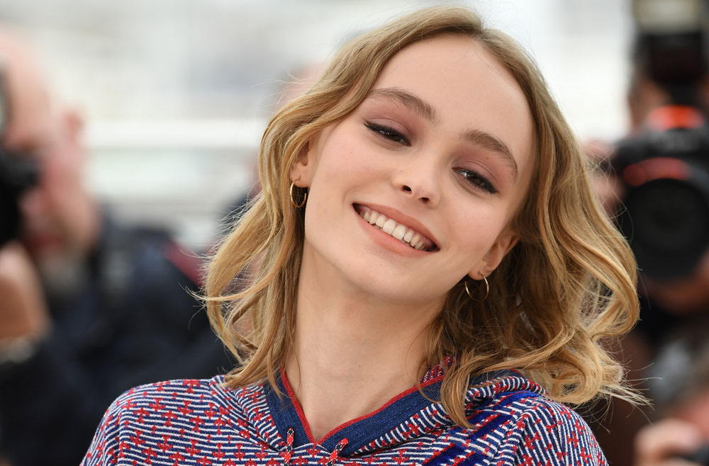 lily rose depp looks like an actual queen in her birthday outfit. Black Bedroom Furniture Sets. Home Design Ideas