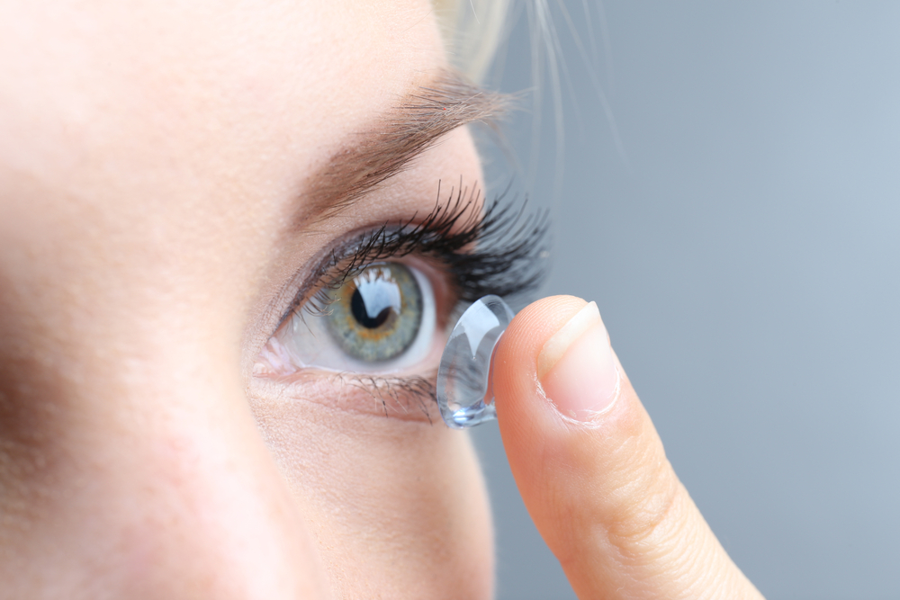 13 things only contact lens wearers understand
