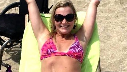 After losing her leg to a rare illness, this woman posted the most inspiring bikini picture
