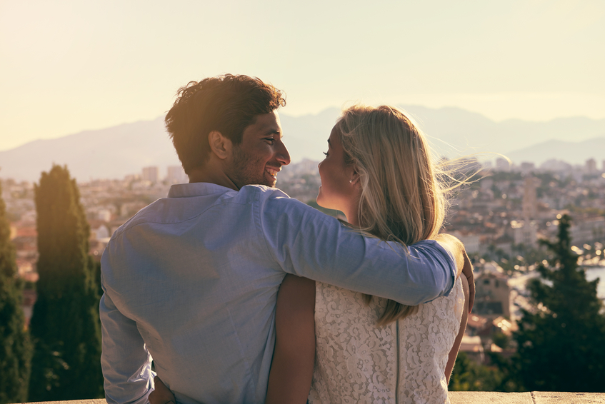 Study says when you're in love, everyone else looks less attractive to you